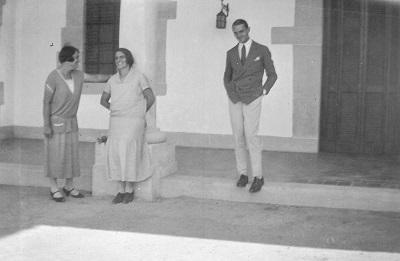 Emma, Delia y Pedrito Figari