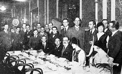 En la mesa Pedro Figari