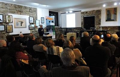 Thiago Rocca en conferencia sobre las obras de Pedro Figari, las quitanderas