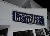 Fachada de Las Nubes con cartel agrandado