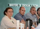 Autoridades en conferencia
