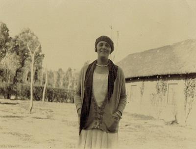 María Elena en la chacra del Sr. Morquio, 21 febrero 1929. Archivo Museo Figari.