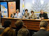 Mesa de conferencia de prensa, ministra y otras autoridades