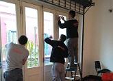 Colocando la nanocerámica en los ventanales del museo