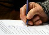 mano firmando