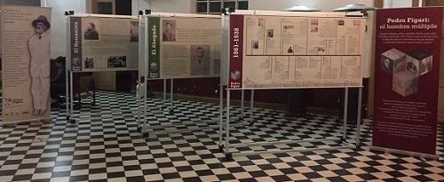 Exposición en el hall del IFES