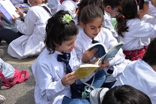 niñas con libros