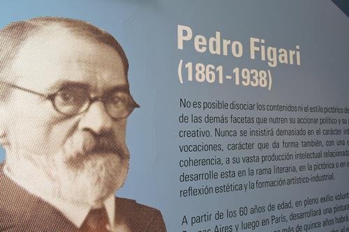 Pedro Figari en la sala del Museo Figari