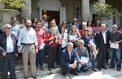 todos los ganadores juntos en el frente del museo junto al ministro Ehrlich y al director nacional de cultura, Hugo Achugar.