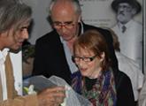 Foto de la entrega del premio Figari 2014 a Margaret Whyte, Thiago Rocca, Hugo Achugar y Margaret Whyte