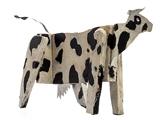 imagen de una escultura en madera de J J Nuñez, una vaca negra y blanca.