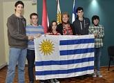 Estudiantes uruguayos junto a Ministra