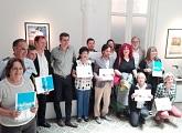 Representantes de museos recibiendo reconocimiento